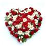cuore-di-rose-rosse-fiori-bianchi